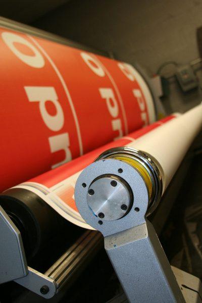 Wybór odpowiedniej techniki drukarskiej często ma drugorzędne znaczenie, gdyż wszystkie z najnowocześniejszych metod drukarskich gwarantują zadowalającą rozdzielczość i względnie dużą wytrzymałość nadruków. Istotne jest jednak wybranie odpowiedniej drukarni z doświadczeniem.