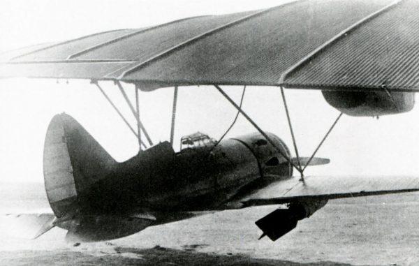 Myśliwiec Polikarpow I-16 podwieszony pod TB-3