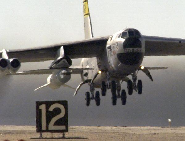 X-43 podwieszony pod B-52, 16 listopada 2004 roku