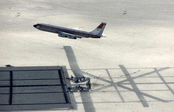 Boeing 720 (N833NA) podczas prób przed właściwym lotem