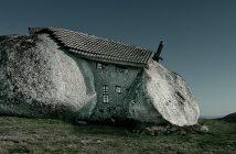 Casa do Penedo - niesamowity kamienny dom w Portugalii