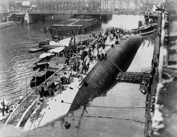 SS Eastland po zatonięciu