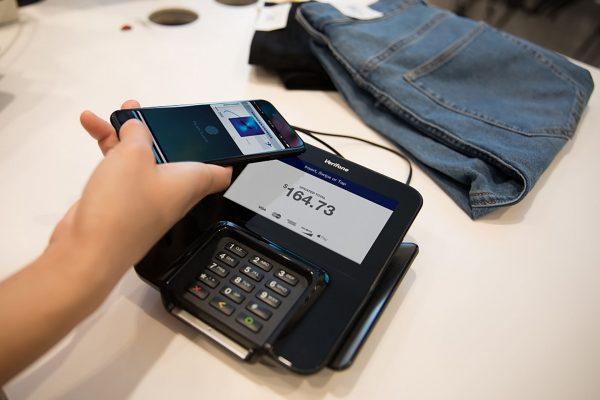 NFC umożliwia przede wszystkim płatności telefoniczne (fot. Wikimedia Commons)