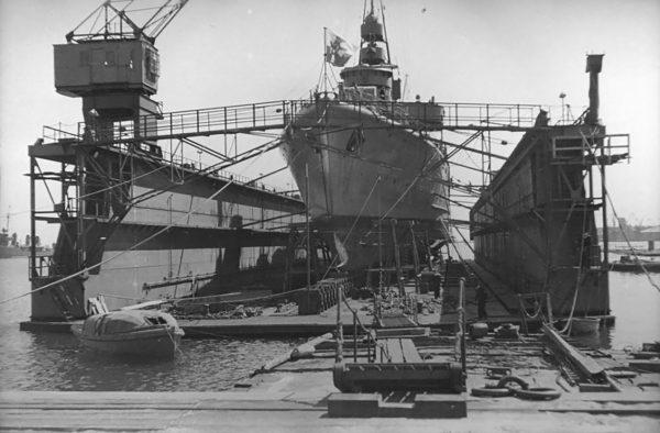 ORP Gryf w doku w Polsce (fot. Muzeum Marynarki Wojennej w Gdyni)