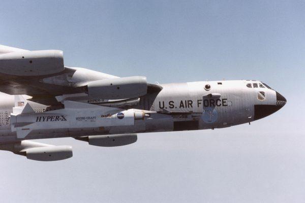 X-43 podczas lotu testowego 26 kwietnia 2001 roku