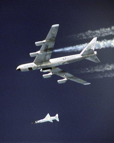 X-43 podczas zrzutu, 16 listopada 2004 roku