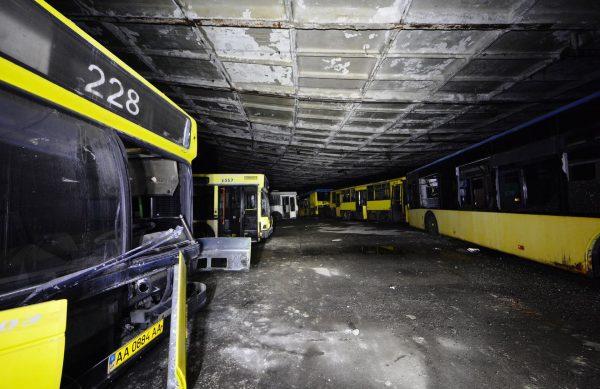 Wnętrze zajezdni autobusowej w Parku autobusowym nr. 7 w Kijowie (fot. Piotr Durak/Durak/Davis Urbex)