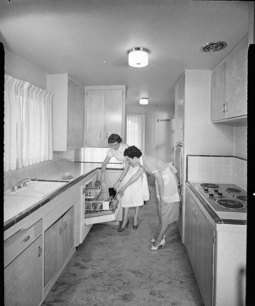 Zmywarka do naczyń w latach 50. lub 60.