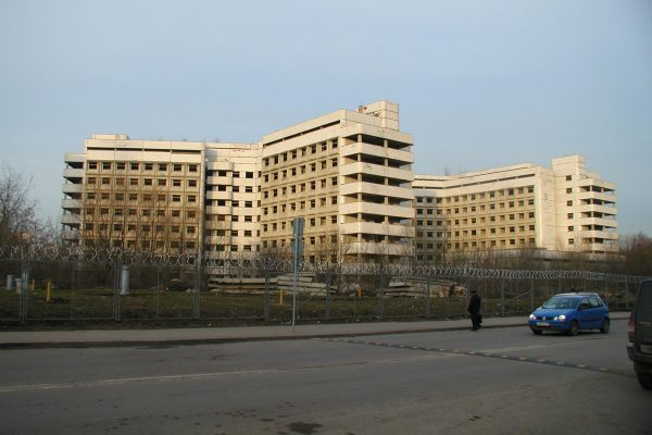 Opuszczony szpital Chowrinski (fot. Wikimedia Commons)