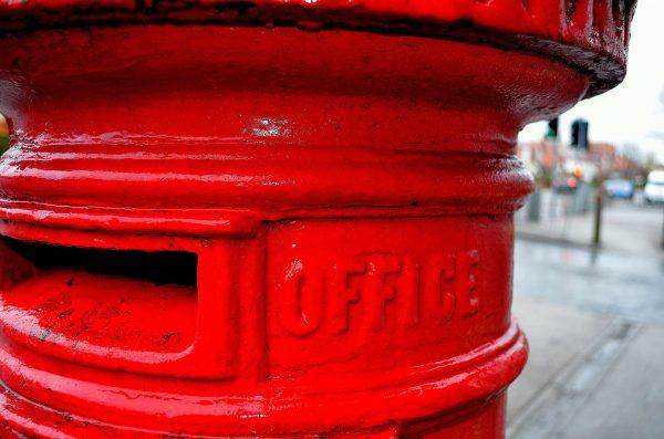 Pierwsze publiczne skrzynki pocztowe pojawiły się prawdopodobnie w 1653 roku w Paryżu, ale dopiero w XIX wieku zyskały popularność