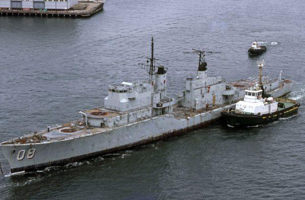 HMAS Vendetta w drodze do stoczni złomowej