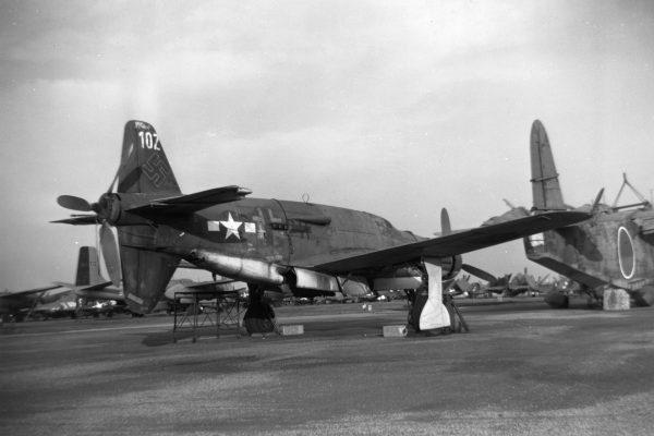 Dornier Do 335 A-0 (A-02) po zakończeniu prób USA, niszczejący na jednym z składowisk sprzętu