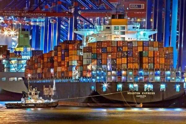 Współczesny kontenerowiec Houston Expresss o długości 332,4 m i pojemności 8400 TEU