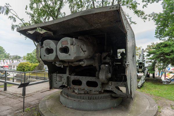 Wieża z działami Bofors kalibru 120 mm (Bofors wz. 34/36) z ORP Gryf (fot. Michał Banach)