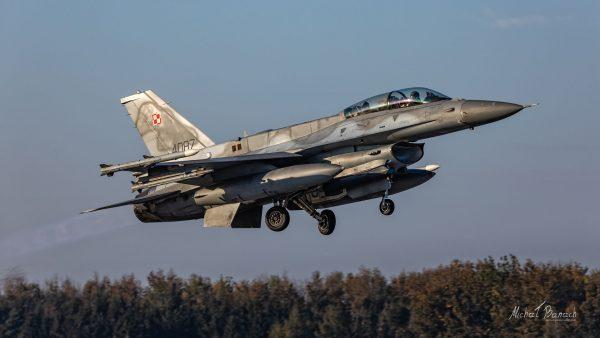 Lockheed Martin F-16D Jastrząb (4087) (fot. Michał Banach)