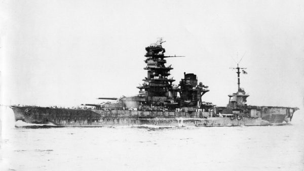 Pancernik Hyūga po przebudowie w pancernik lotniczy