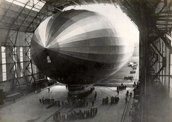 Sterowiec Graf Zeppelin na lotnisku Bartolomeu de Gusmão