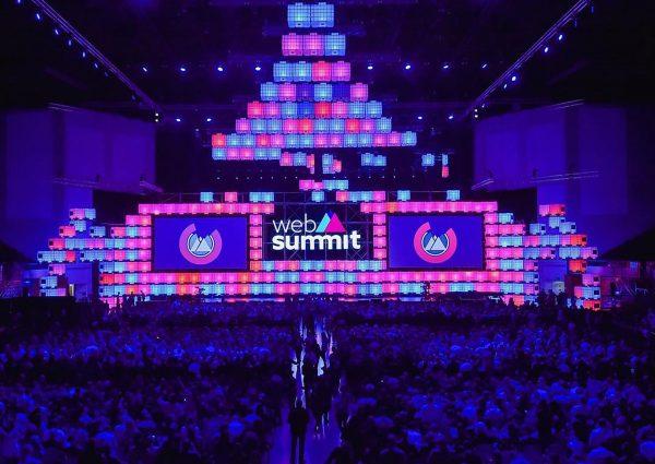 Web Summit to największa konferencja technologiczna w Europie z udziałem ponad 70 tysięcy uczestników i platformą, na której spotykają się wiodące firmy technologiczne, definiująca przyszłość różnych branż i naszego życia.