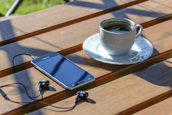 Internet mobilny to bardzo wygodne rozwiązanie, które umożliwia korzystanie z sieci w dowolnym miejscu, bez konieczności podłączania kabli