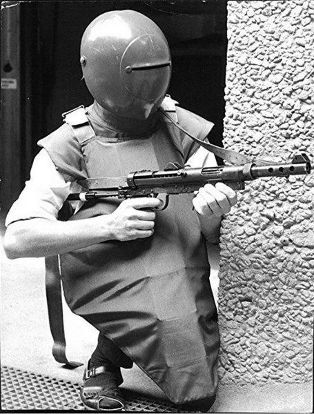 Szwedzki strój ochronny prawdopodobnie z 1974 roku