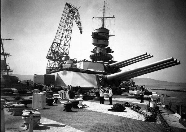Artyleria dziobowa jednego z pancerników typu Littorio