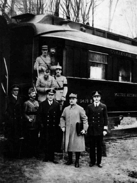 Zdjęcie wykonane 11 listopada 1918 roku w lesie Compiègne
