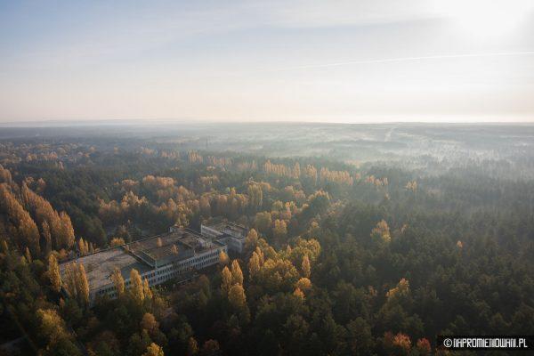 Widok ze szczytu anteny odbiorczej radaru Duga w Czarnobylu (fot. napromieniowani.pl)