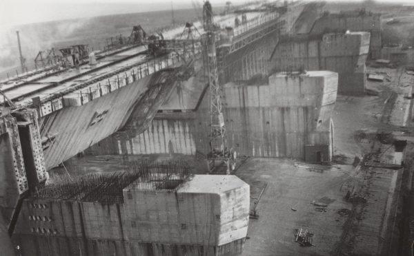 Zapora Haringvlietdam podczas budowy (fot. Winfried Walta)