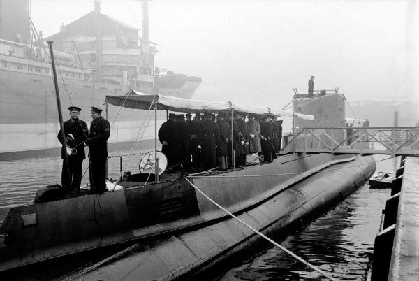 Podniesienie bandery na ORP Orzeł (fot. NAC)