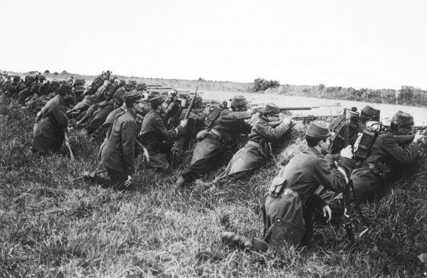 Francuscy żołnierze podczas I wojny światowej (prawdopodobnie w 1914 roku)
