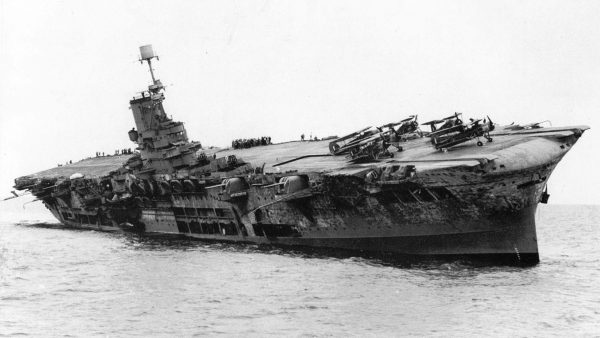 Tonący HMS Ark Royal