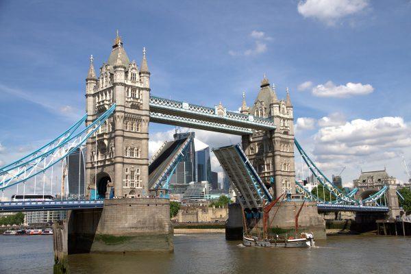 Tower Bridge (fot. Chris Couderc)