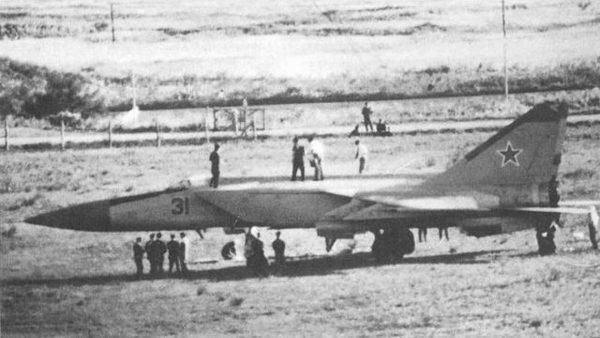 MiG-25 Wiktora Bielenko podczas oględzin