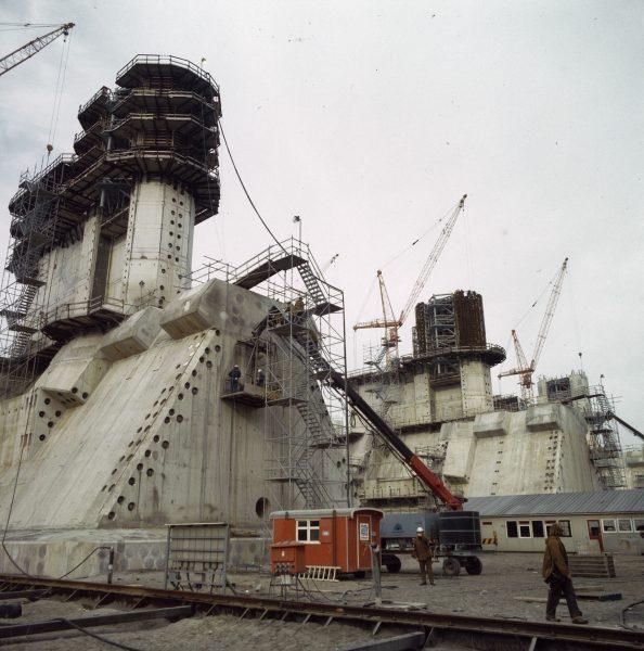Zapora Oosterscheldekering podczas budowy (fot. Rob Croes)