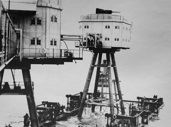 Maunsell Army Forts podczas holowania