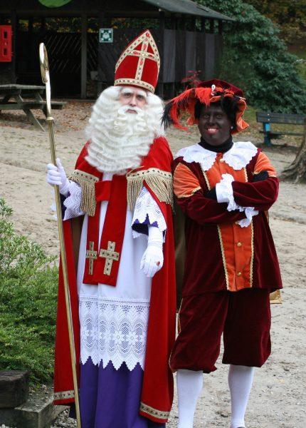 Sinterklaas i Zwarte Piet (fot. Tenorio81/Wikimedia Commons)