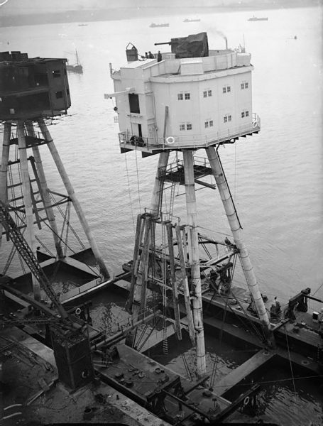 Maunsell Army Forts podczas budowy