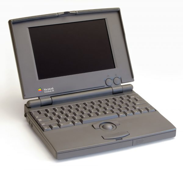 PowerBook 100 z 1991 roku (fot. Danamania/Wikimedia Commons)