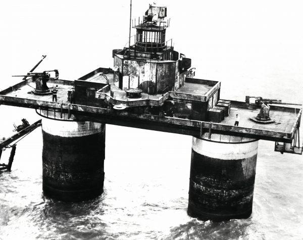 Maunsell Naval Fort podczas demontażu