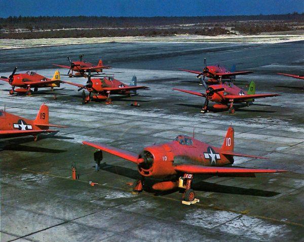 Grummany F6F-5 Hellcat przebudowane na bezzałogowe samoloty-cele