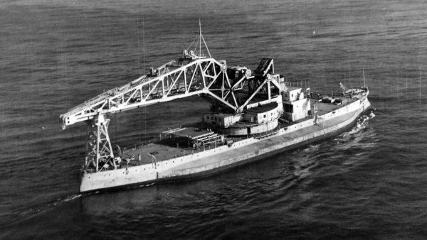 USS Kearsarge już jako dźwig