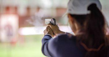 Strzelectwo - sport nie tylko dla mężczyzn (fot. Idanupong/stock.adobe.com)
