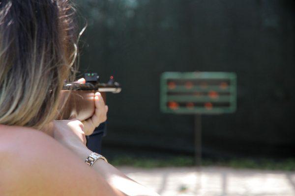 Wybór pomiędzy wiatrówką krótką, czyli pistoletem, a długą (karabinkiem) to już kwestia indywidualnych preferencji (fot. pixabay.com)