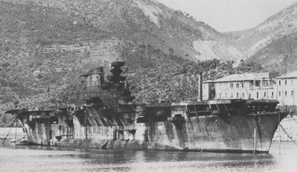 Lotniskowiec Aquila