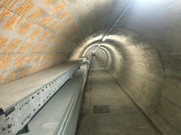 Jeden z podziemnych korytarzy będących częścią schronu