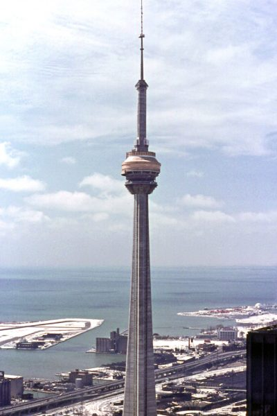 CN Tower podczas budowy