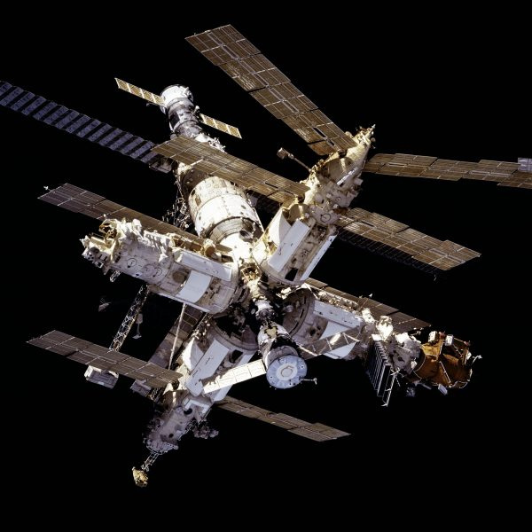 Stacja orbitalna Mir (fot. NASA)