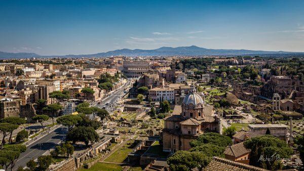Widok na Koloseum z Ołtarza Ojczyzny (fot. Michał Banach)