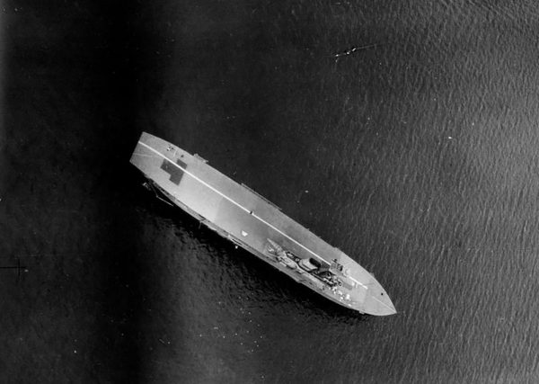 Mamari III upodobniony do HMS Hermes