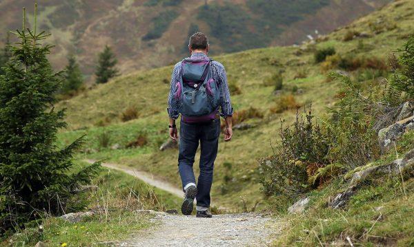 Odpowiedni plecak i kilka warstw ubrań to najlepszy wybór na krótką, jednodniową wycieczkę w góry